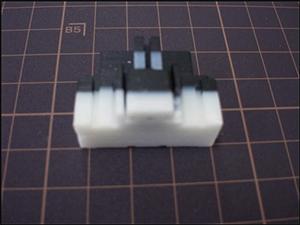 当社製造品のサポート材除去前、白い部分がサポート材